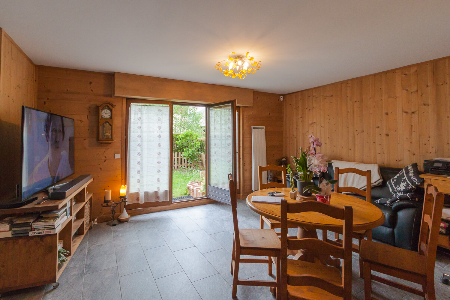 3 bedroomed apartment with private garden Chamonix centre