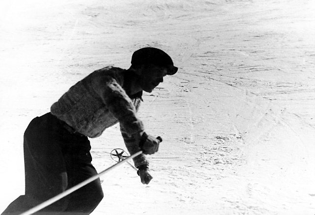 Lionel Terray skiing in Chamonix